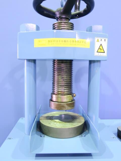 Maekawa/Briguetting Press/E-32