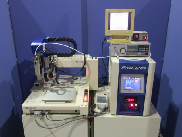 武蔵エンジニアリング 画像認識付卓上塗布ロボット FAD320