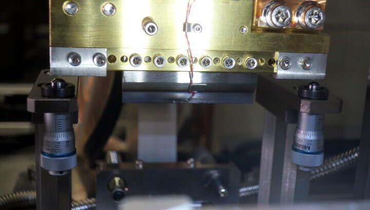 ニホンアビオニクス FPC LCDセツゴウソウチ NA-N1115 接合圧着 圧着接合