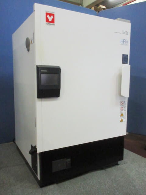 YAMATO Temparature & Humidity Chamber IG421